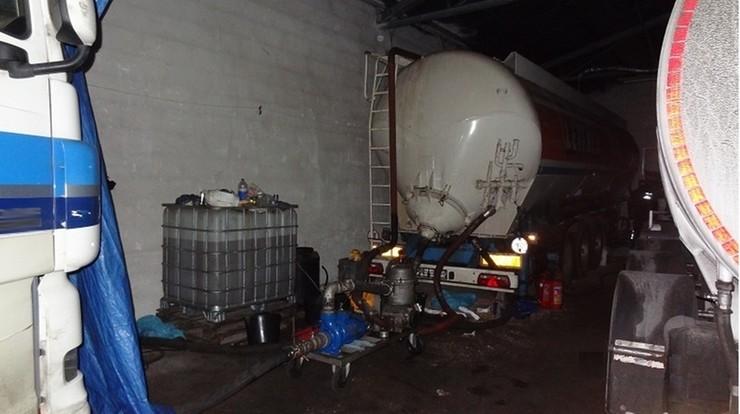 Odbarwiony olej opałowy sprzedawali jako napędowy. Straty Skarbu Państwa szacowane na 20 mln zł