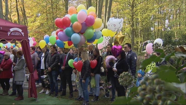 "Setki balonów na ostatnim pożegnaniu ""Hanki Firanki"""