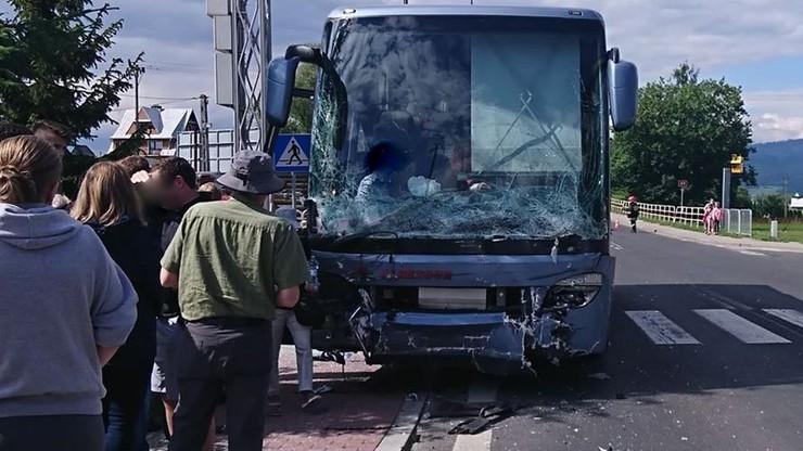 Wypadek autobusu na Podhalu. Kilka osób rannych