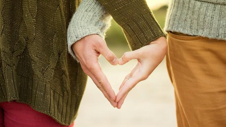 Związek partnerski obok małżeństwa także dla par heteroseksualnych. Zmiana prawa w Anglii i Walii