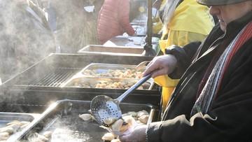 Największa w Polsce wigilia dla bezdomnych na krakowskim Rynku przyciągnęła tłumy