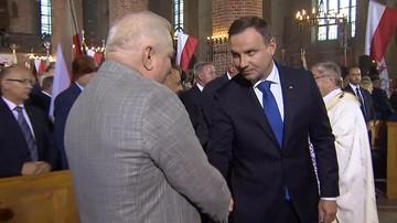 Andrzej Duda i Lech Wałęsa uścisnęli sobie dłonie. W kościele rozległy się brawa