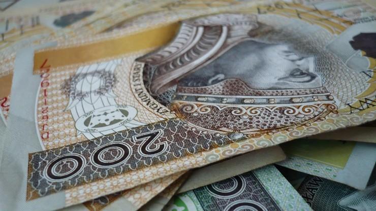 Dodatkowe 500 zł dla urzędników, którzy nabyli prawa emerytalne. By odeszli i zwolnili pracę młodym