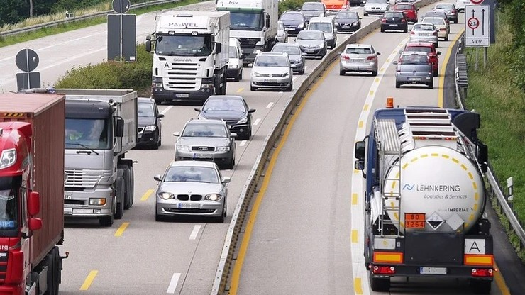 Brakuje TIR-ów i kierowców. Niespodziewany skutek pandemii