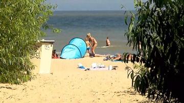 """Sanepid otworzył kąpieliska na Pomorzu Zachodnim i w Sopocie. """"Woda wolna od sinic"""""""