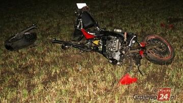 Tragedia na drodze. Motocyklista uderzył w przechodzącego łosia