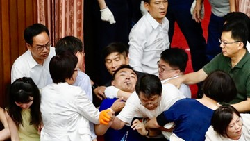 Awantura w parlamencie Tajwanu. Doszło do przepychanek