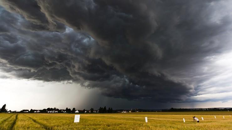 """""""Typowe polskie lato ze zmienną pogodą"""". Ostrzeżenia przed burzami"""