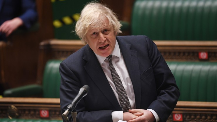 Johnson: puby mogłyby wymagać dowodów szczepienia