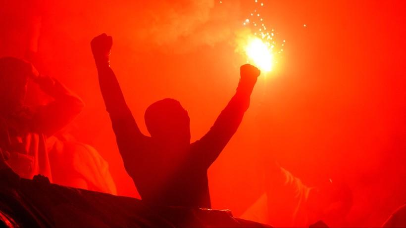 Szokujące sceny na Słowacji. Zamieszki podczas ligowego szlagieru (WIDEO)