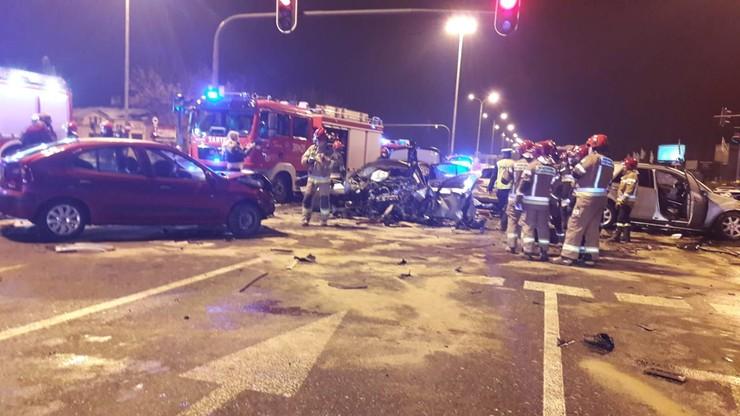 Zderzenie 7 aut w Łodzi. Kilka osób rannych, dwie w ciężkim stanie