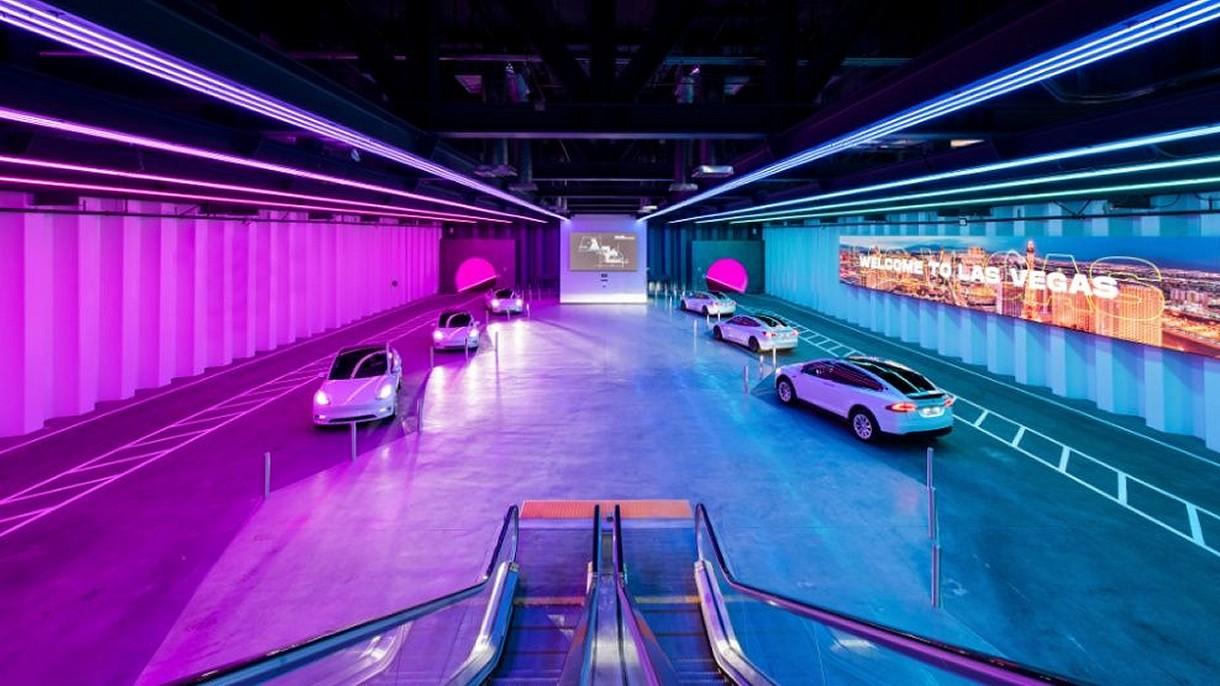 Oto pierwsze podróże Teslami w tunelu Elona Muska pod Las Vegas [WIDEO]