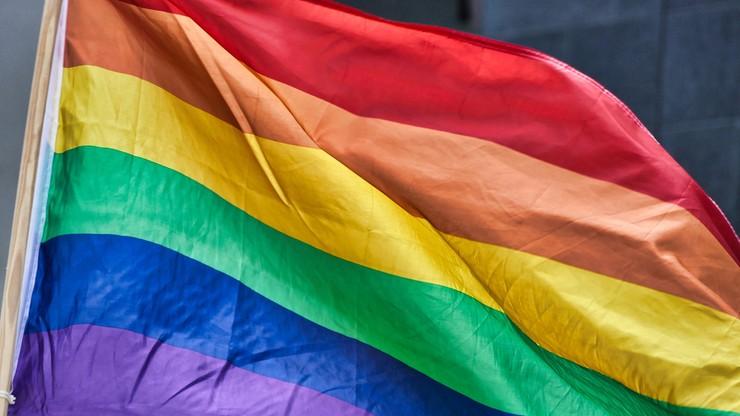 Paszporty dla dzieci ze związków jednopłciowych. RPO pisze do MSWiA