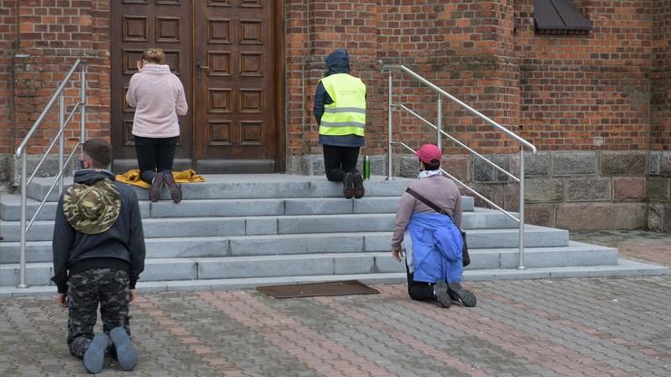 Pielgrzymi z Łowicza nadal idą na Jasną Górę