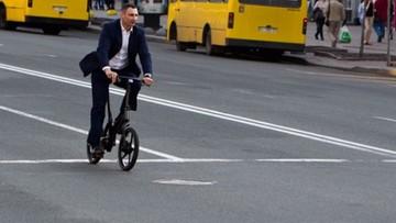 Mer Kijowa Witalij Kliczko przesiadł się na rower