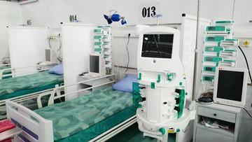 Ponad 18 tys. nowych zakażeń. Blisko 2 tys. pacjentów pod respiratorami
