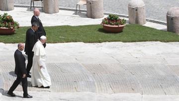Osamotnienie papieża i przeszkody na jego drodze