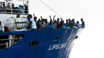 Szef włoskiego MSW: jeśli statek z migrantami wpłynie do nas, osądzimy załogę