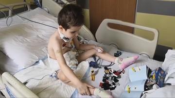 """6-latek przeszedł transplantację narządów szyi i szpiku. """"Chłopiec czuje się dobrze"""""""