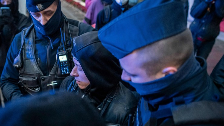 Fotoreporterka skazana za naruszenie nietykalności cielesnej policjanta