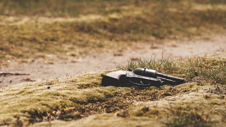 USA. Dwuletni chłopiec zastrzelił się z broni krewnego