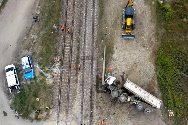 Kierowca ciężarówki zginał na miejscu/PAP/Darek Delmanowicz