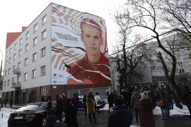 Mural wykonano na ścianie jednego z bloków na stołecznym Powiślu