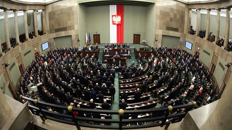 PiS bez większości, sześć partii w Sejmie. Najnowszy sondaż