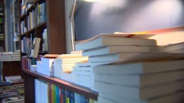 Polacy omijają książki z daleka