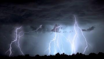 Alerty trzeciego stopnia. Trąby powietrzne i gwałtowne burze w Polsce