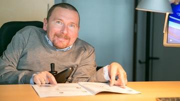 Niepełnosprawny senator-elekt nie dostał się do pociągu. Miał nim pojechać do Sejmu