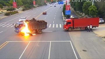 Motocyklista płonął jak pochodnia po zderzeniu z ciężarówką. Uratowali go świadkowie