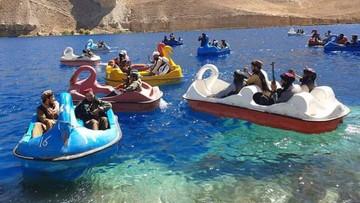 Na rowerze wodnym z wyrzutnią rakiet. Talibowie odwiedzili park narodowy