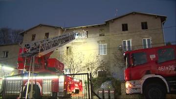 Strażacy w ostatniej chwili uratowali z płomieni 9-letniego Oskara. Wynieśli go przez okno [WIDEO]