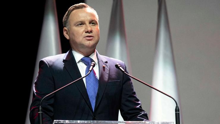Prezydent: na emocjach Polaków grają obie strony politycznego sporu