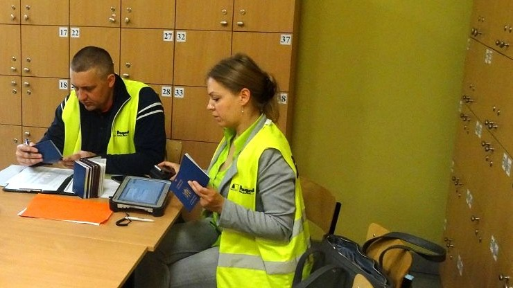 Sprawdzili 438 cudzoziemców w firmie w Iławie. 346 pracowało nielegalnie
