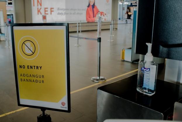 Obostrzenia na lotnisku w Islandii podczas rozprzestrzeniania się koronawirusa