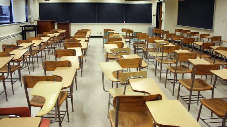 """Francja. Tysiące klas zamkniętych z powodu COVID-19. """"W ciągu najbliższych dni ta liczba wzrośnie"""""""