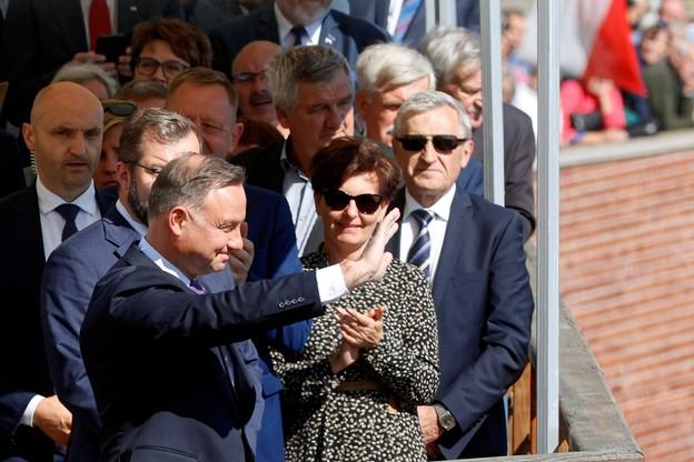 Prezydent pozdrawia zgromadzonych na uroczystościach z okazji dożynek na Jasnej Górze