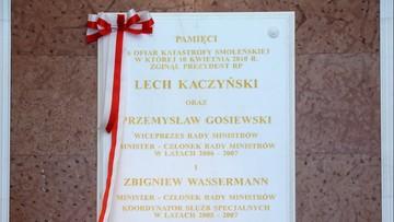 Smoleńska tablica w kancelarii premiera bez zmian. Tylko z nazwiskami polityków PiS