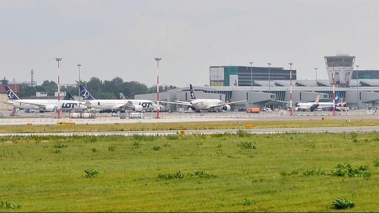 Na Okęciu wstrzymano 25 startów i lądowań, bo w pobliżu krążył samolot. Sprawę wyjaśnia prokuratura