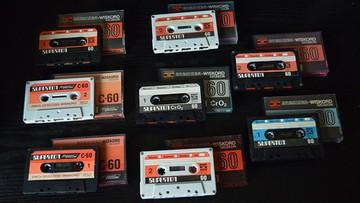 """Efekt """"Stranger Things"""" czy hipsterska moda? Wzrost sprzedaży kaset magnetofonowych"""
