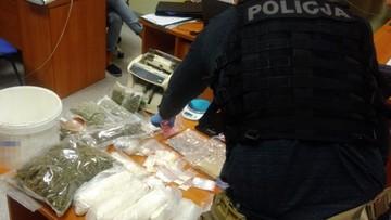 Ponad 5 kg narkotyków i amunicja na pracowniczej działce. 25-latka z zarzutami