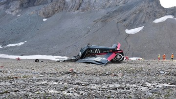 Zabytkowy samolot uderzył w górę w szwajcarskich Alpach. 20 ofiar, nikt nie przeżył