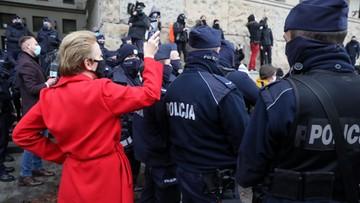 """Policja: """"Scheuring-Wielgus przekazała dane policjanta"""". Posłanka żąda przeprosin"""