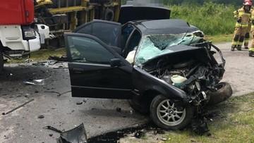 Czołowe zderzenie bmw z busem. Nieoficjalnie: 19-letnia ofiara wracała z matury