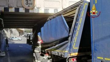 Polak wjechał tirem pod wiadukt i wywołał chaos komunikacyjny w Genui