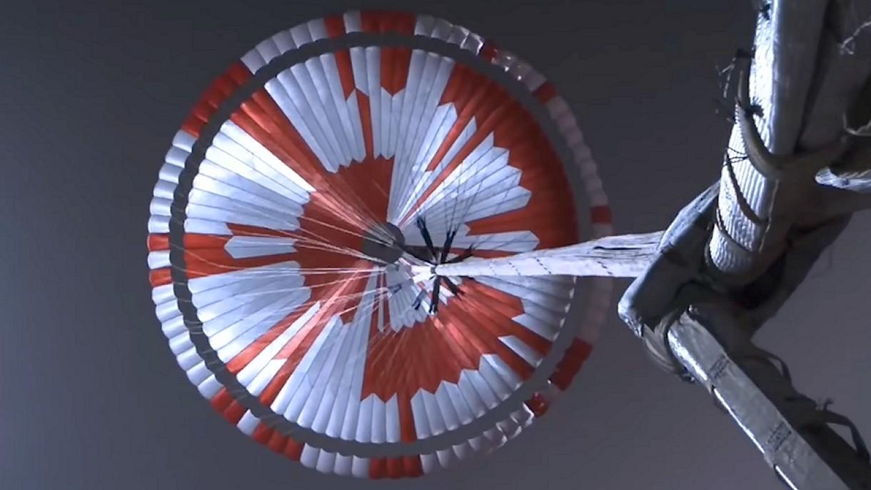 Udało się rozszyfrować wiadomość ukrytą w spadochronie marsjańskiego łazika NASA