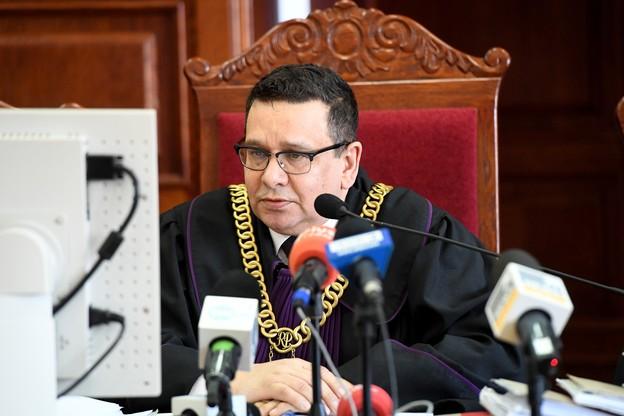 Sędzia Waldemar Katzig wyłączył jawność rozprawy ze względu na interes prywatny małoletnich osób pokrzywdzonych i ich dobra osobiste.