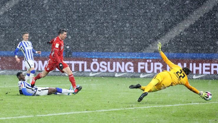 Robert Lewandowski zmarnował rzut karny w meczu Bayernu z Herthą